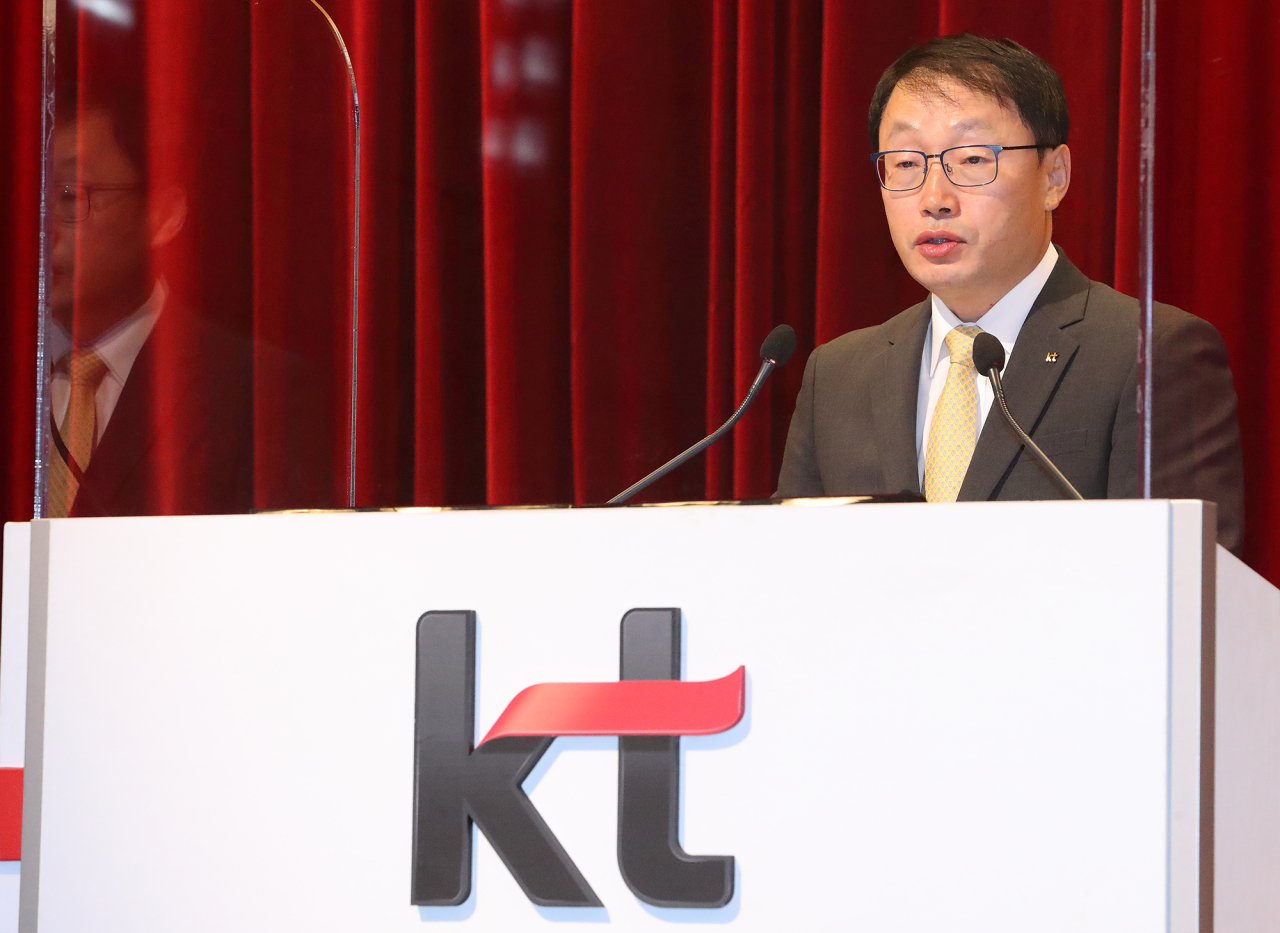 KT CEO and President Koo Hyun-mo delivers a speech upon officially being named to his post at the shareholders meeting in Seoul on Monday. (Yonhap)