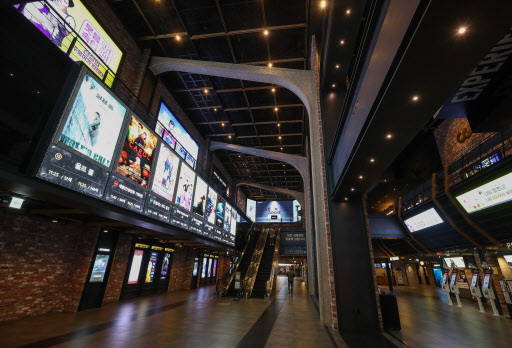 An empty movie theater at CGV Yongsan in Seoul (Yonhap)