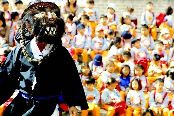 Gasan Ogwangdae, a Korean mask dance drama talchum (Cultural Heritage Administration)