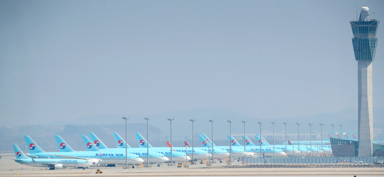 Airplanes by Korean Air are queued at Incheon International Airport. (Yonhap)