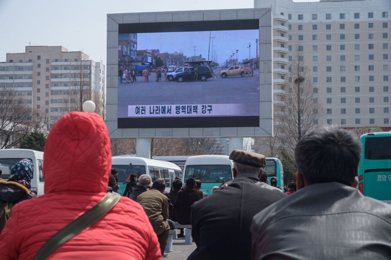 A crowd gathered in front of an outdoor TV screen in Pyongyang. (AFP-Yonhap)