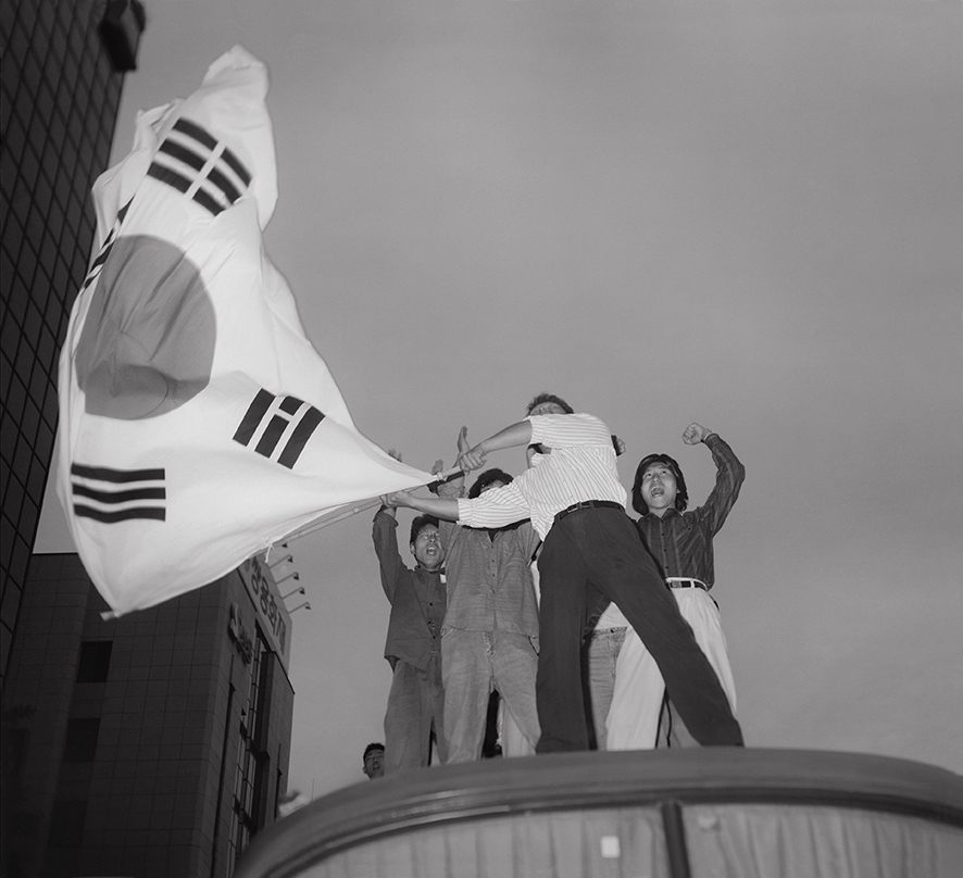 """Four Actors Waving the Korean Flag"" by Oh Hein-kuhn (Gwangju Biennale Foundation)"