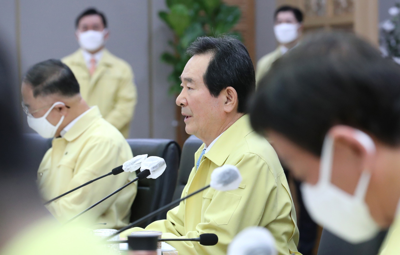 Prime Minister Chung Sye-kyun speaks at a Cabinet meeting held at the government complex in Sejong on Wednesday. (Yonhap)