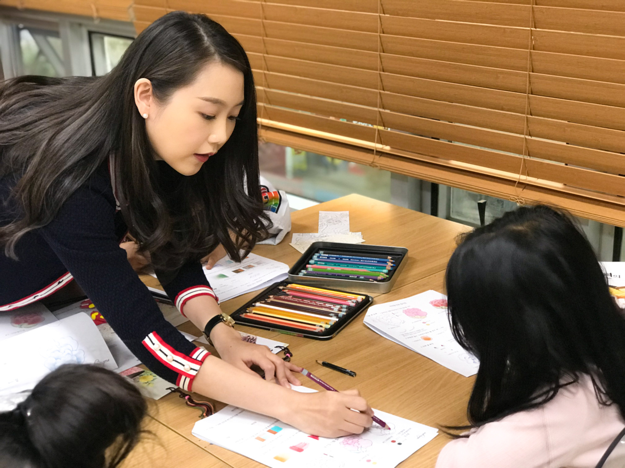 """Kim Jung-ah, the writer of """"The Korean Traditional Art Minhwa Coloring Book,"""" teaches coloring minwha with color pencils (Courtesy of Kim Jung-ah)"""