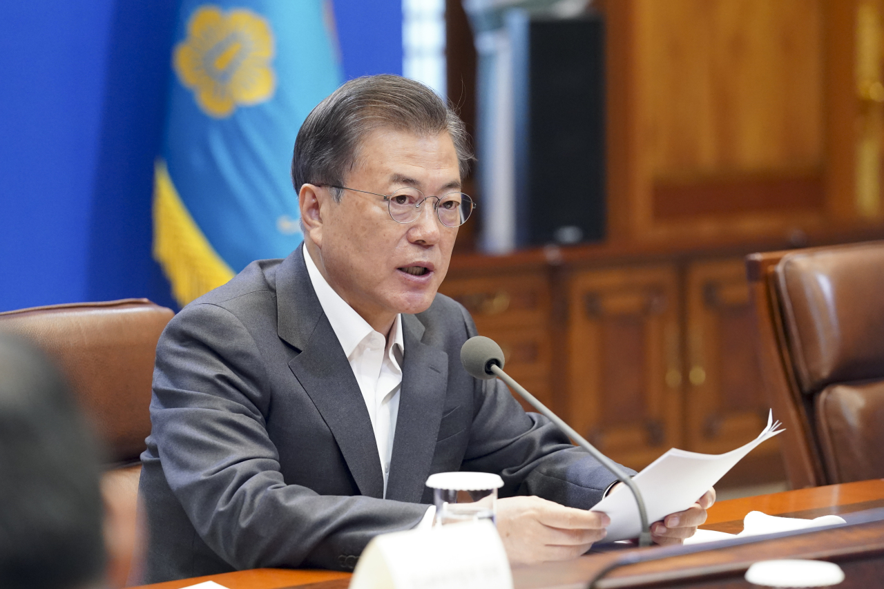 President Moon Jae-in on Wednesday chairs an emergency economy council at Cheong Wa Dae. (Yonhap)