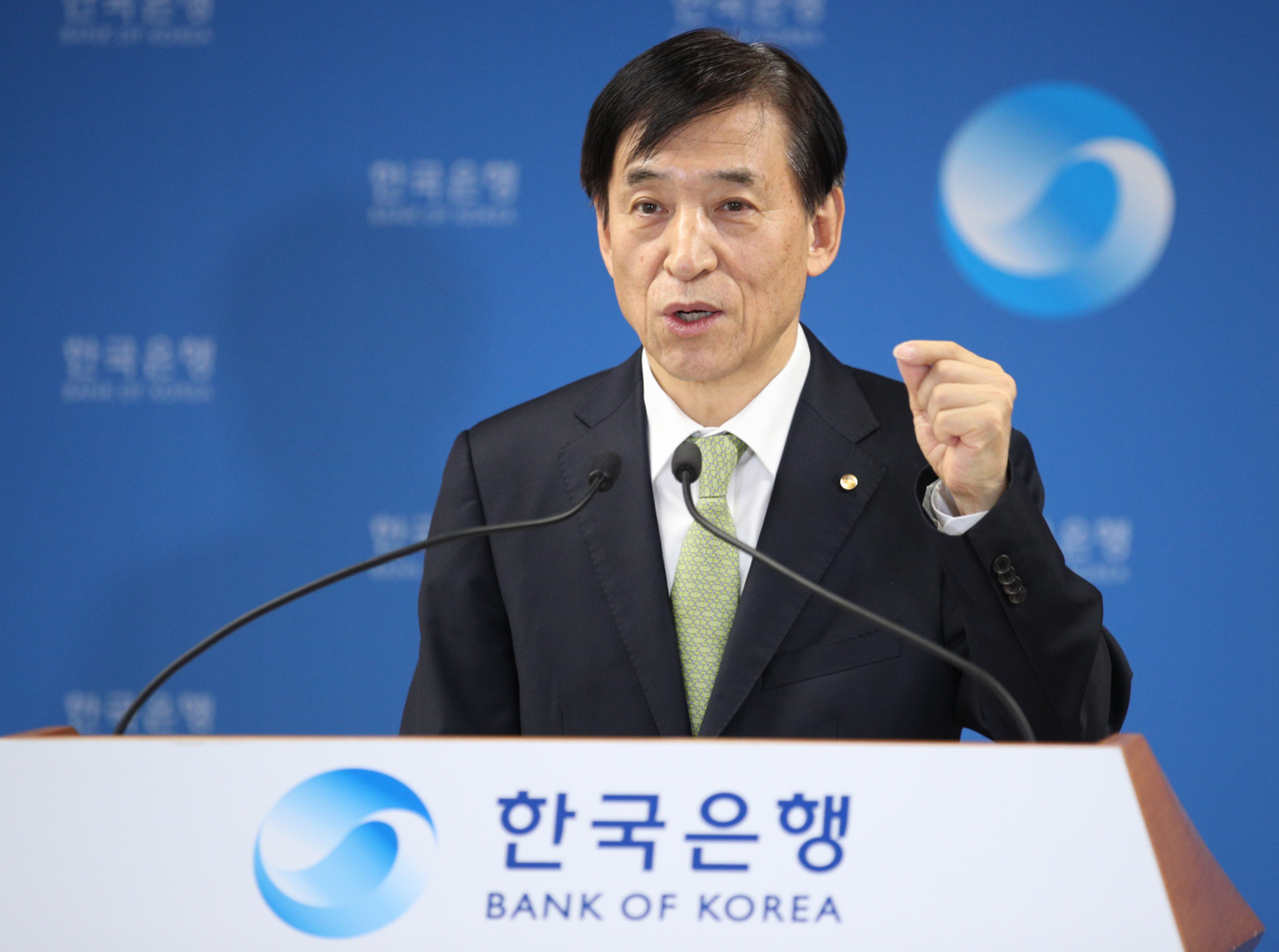BOK Gov. Lee Ju-yeol speaks in an online press briefing (Yonhap)