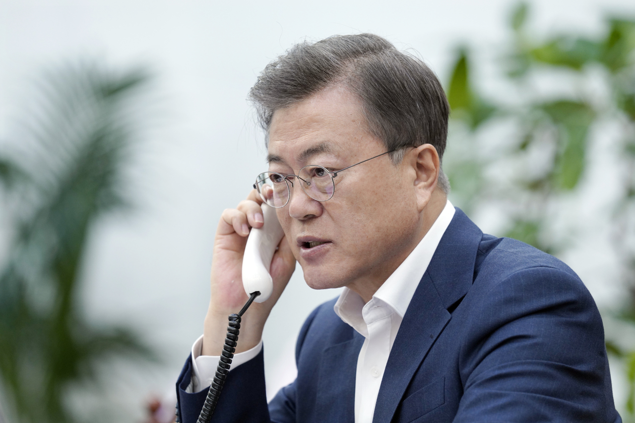 President Moon Jae-in holds a telephone conversation with Indian Prime Minister Narendra Modi on Thursday. Yonhap