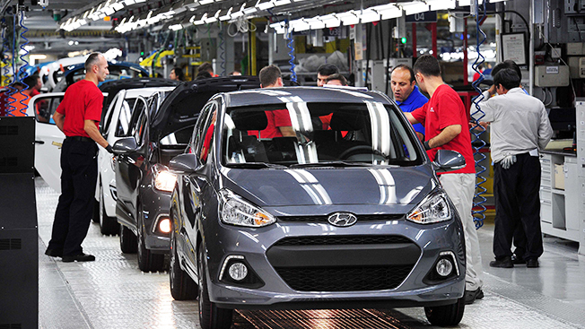 Employees are seen working at Hyundai Motor Group's Hyundai Assan Otomotive Sanayi plant in Istabul, Turkey. (Hyundai Motor Group)