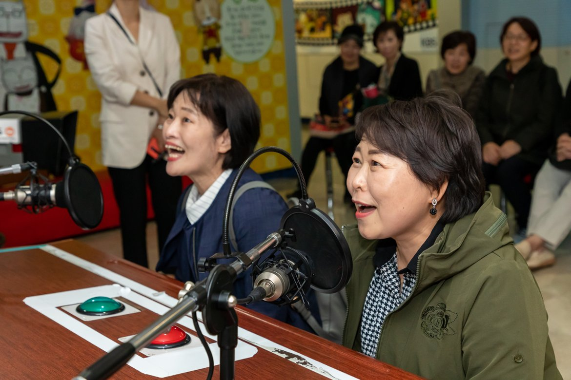 Two women try voice acting at a KBS studio in Seoul on Oct. 10, 2019. (Seoul50Plus Foundation)