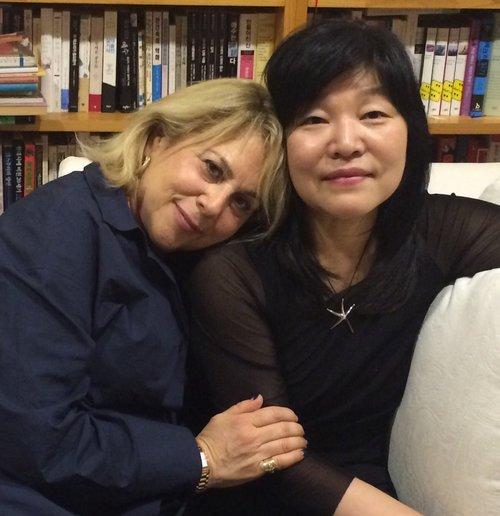 BJZ Agency founder Barbara J. Zitwer (left) and Shin Kyung-sook (Barbara J. Zitwer)