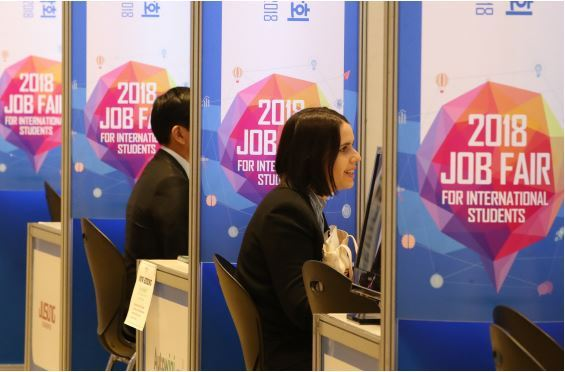 Foreign students participate in a job fair, held at the COEX in Seoul in October 2018. (Yonhap)