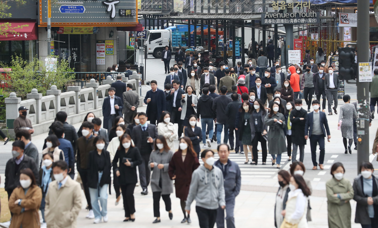 A crowded street in Jongno, central Seoul, on Monday (Yonhap)