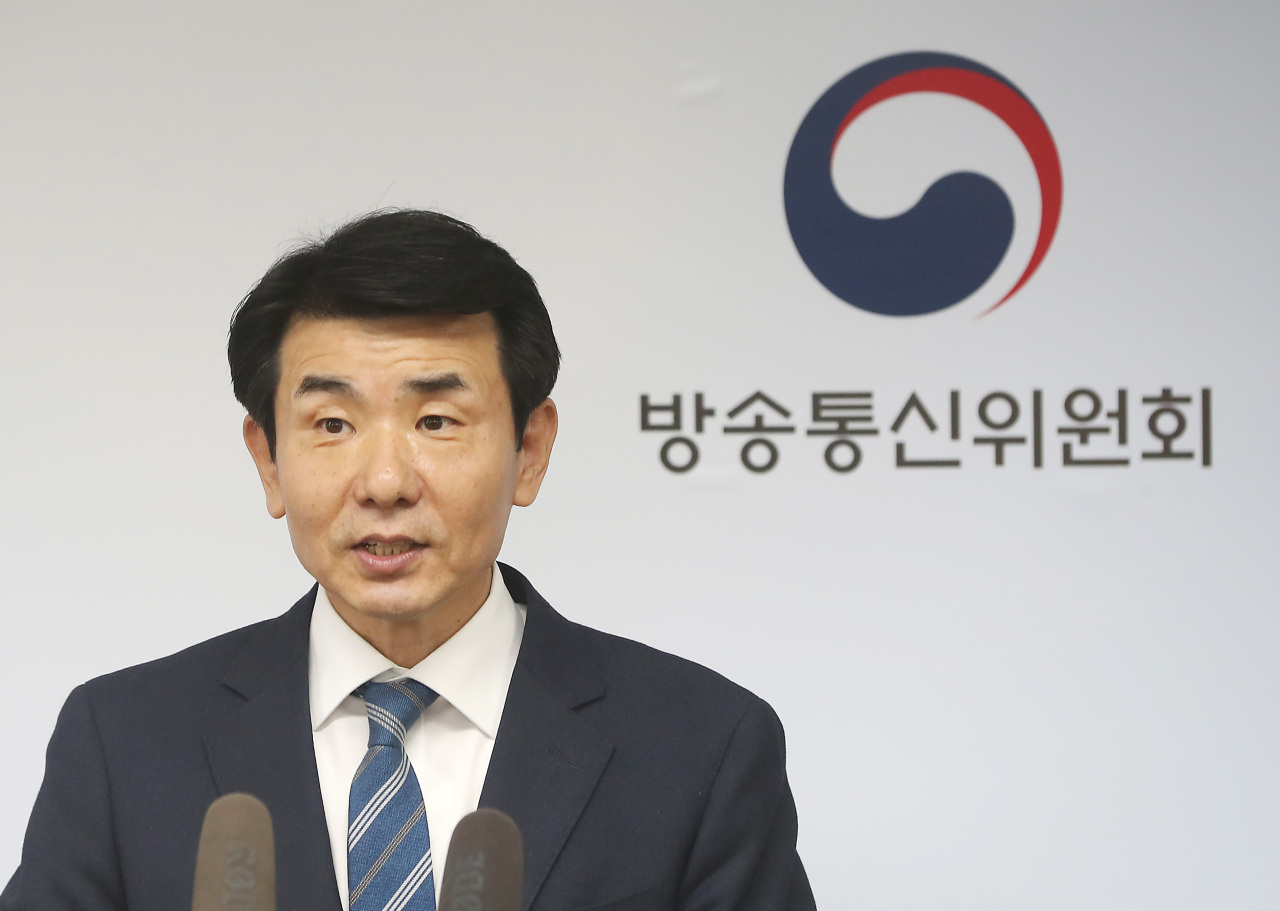 Standing member of Korea Communications Commission Huh Wook (Yonhap)