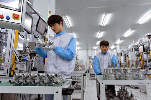 Hyundai Mobis employees are seen working at its factory. (Hyundai Mobis)