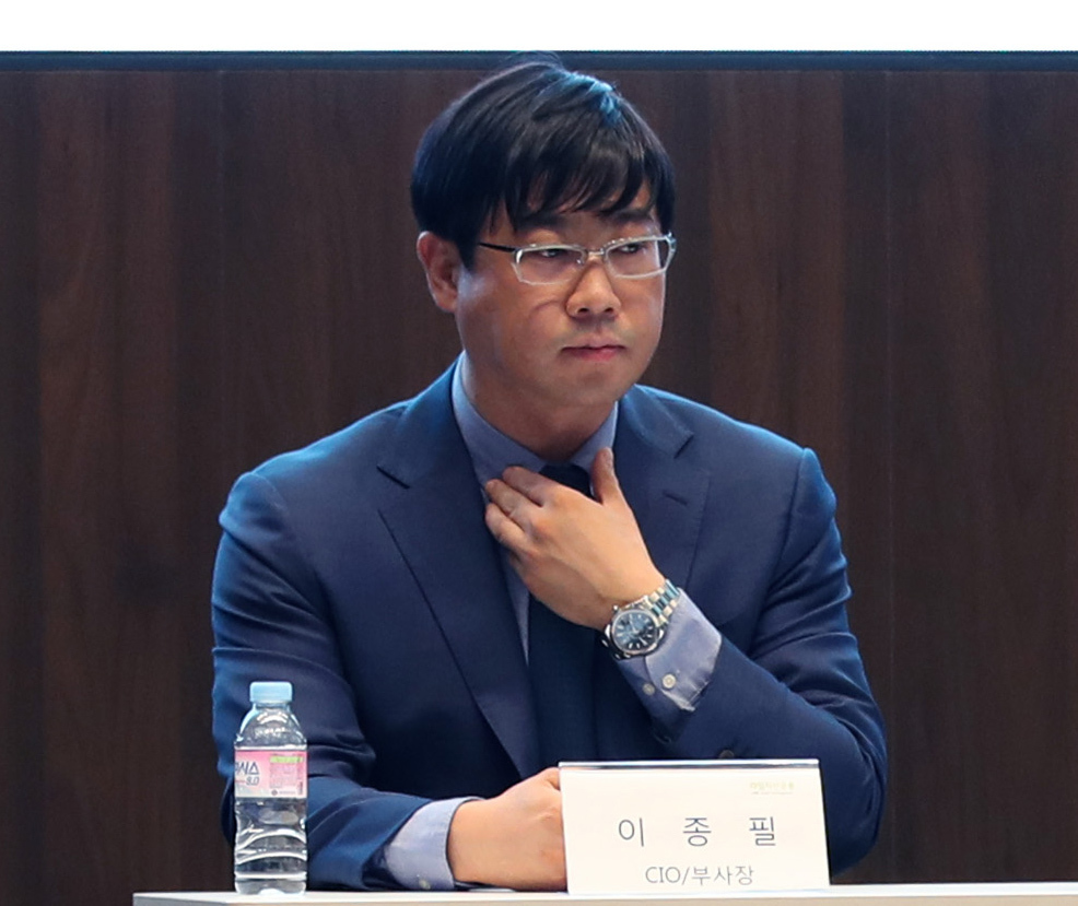 Ex-Lime Asset Management Chief Investment Officer Lee Jong-pil attends a press conference in October in Seoul. (Yonhap)