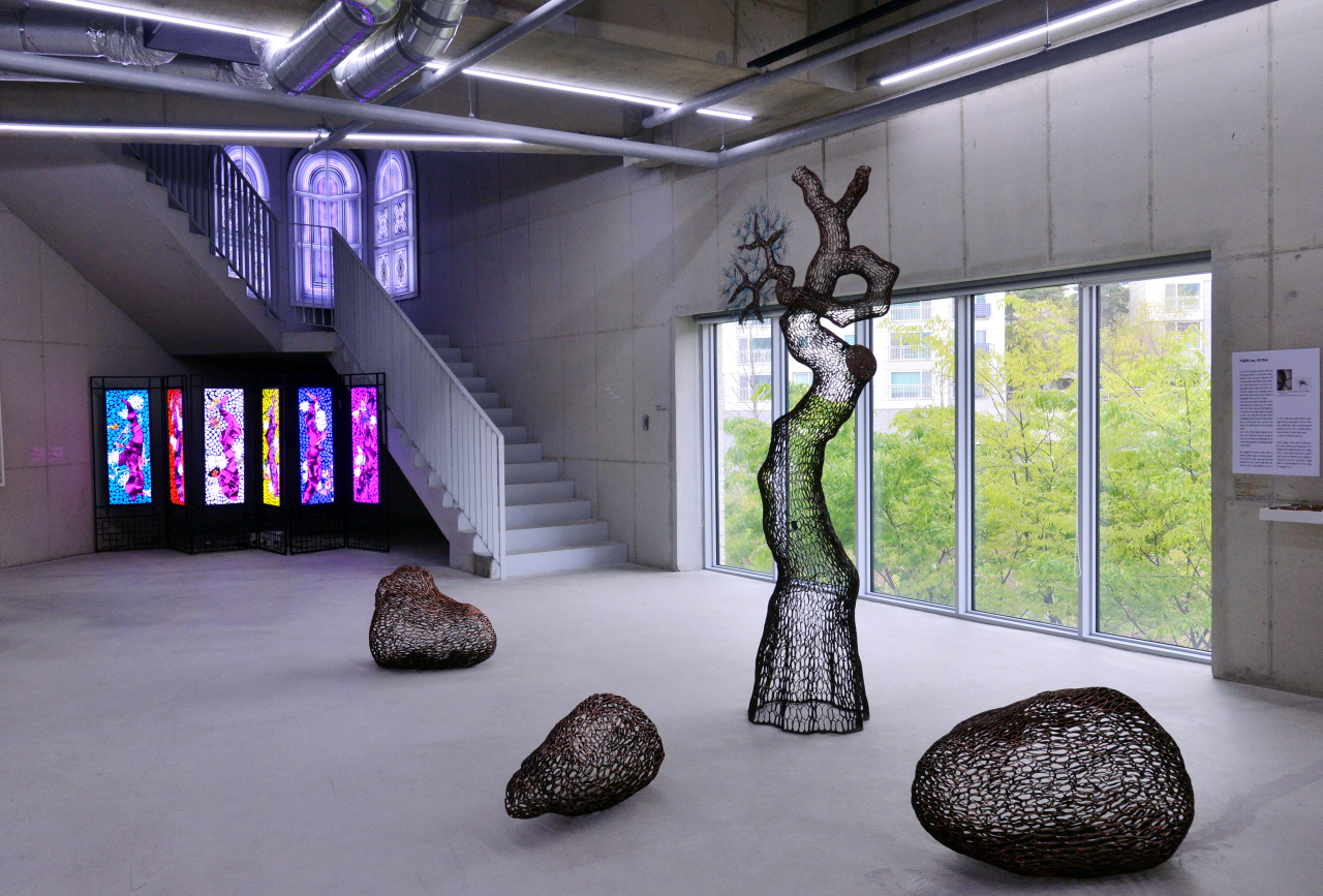 "An installation shows ""Serendipity"" at Savina Museum of Contemporary Art, which runs until May 30. (Park Hyun-koo/The Korea Herald)"