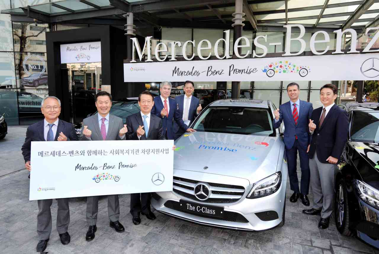 From left: Kids and Future Foundation Executive Director Park Du-jun and Mercedes-Benz CSR Committee member Lee Sang-kuk, The Class Hyosung CEO Bae Ki-young, CEO of Mercedes-Benz authorized dealer Motor One Son Young-ho, Vice Chairman of KCC Auto Lee Sang-hyun, Mercedes-Benz Chairman Dimitris Psillakis and Kim Jee-seop pose after a vehicle donation ceremony. (Mercedes-Benz)