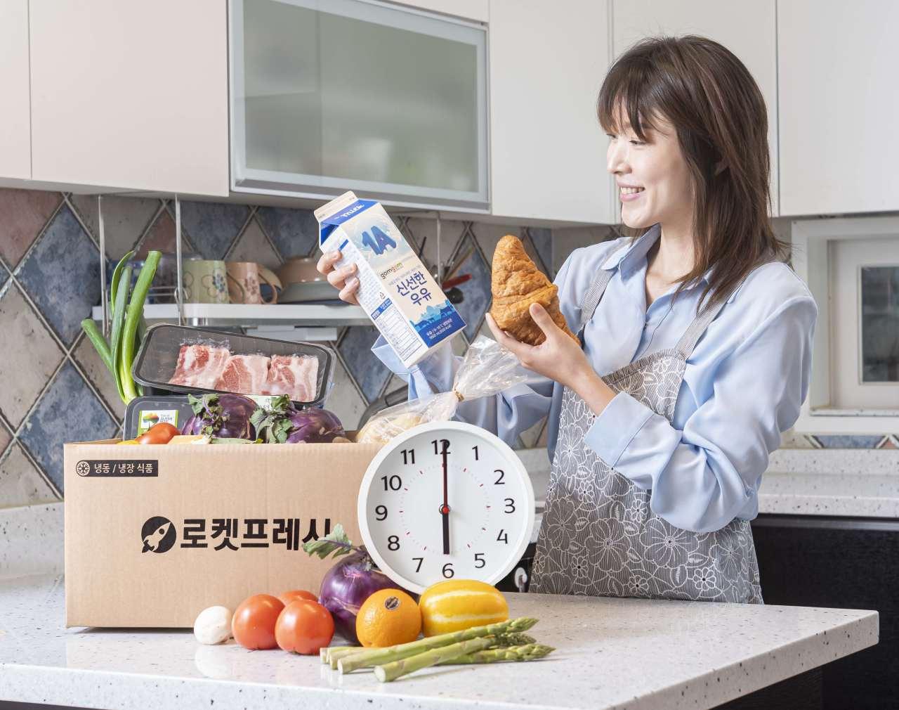 A customer prepares dinner with fresh food orders delivered by Coupang. (Coupang)