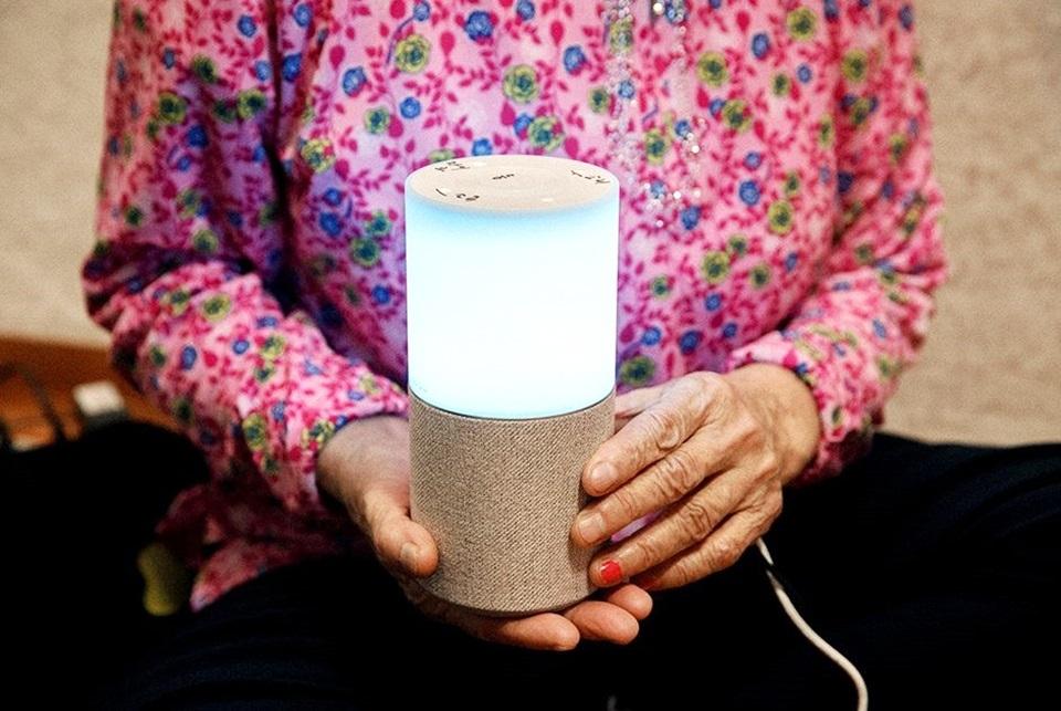 A senior citizen holds SK Telecom's artificial intelligence-powered speaker, Nugu. (SK Telecom)