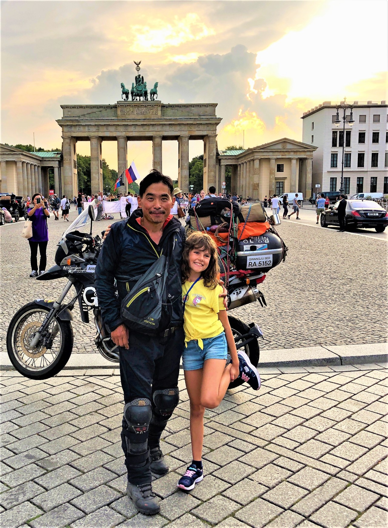 South Korean explorer Kim Hyeon-gug (left) poses with a bystander in front of the Brandenburg Gate in Berlin, Germany during his fourth Eurasia trip on August 28 2019. (Courtesy of Kim Hyeon-gug)