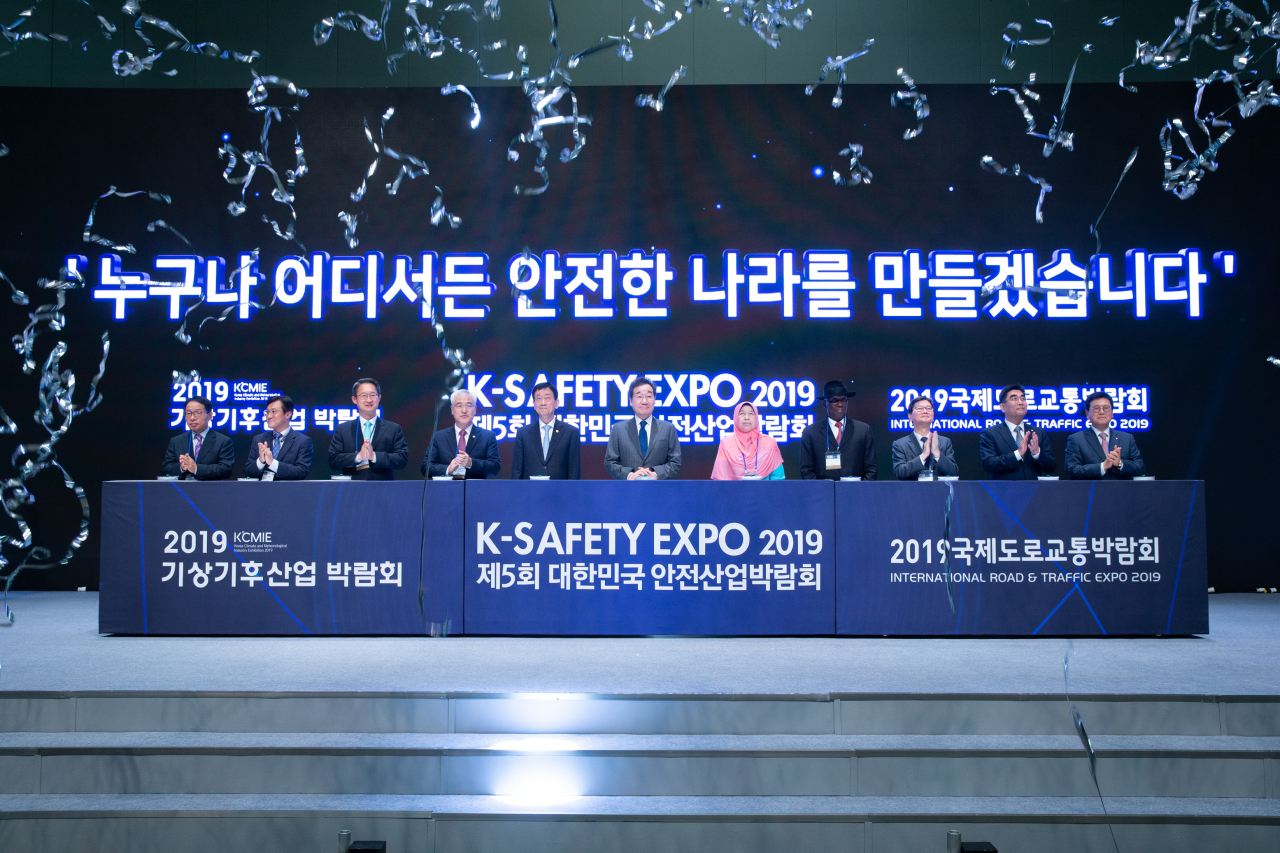 Participants attend K-Safety Expo 2019 at the Korea International Exhibition Center in Goyang, Gyeonggi Province, in September last year. (K-Safety Expo)