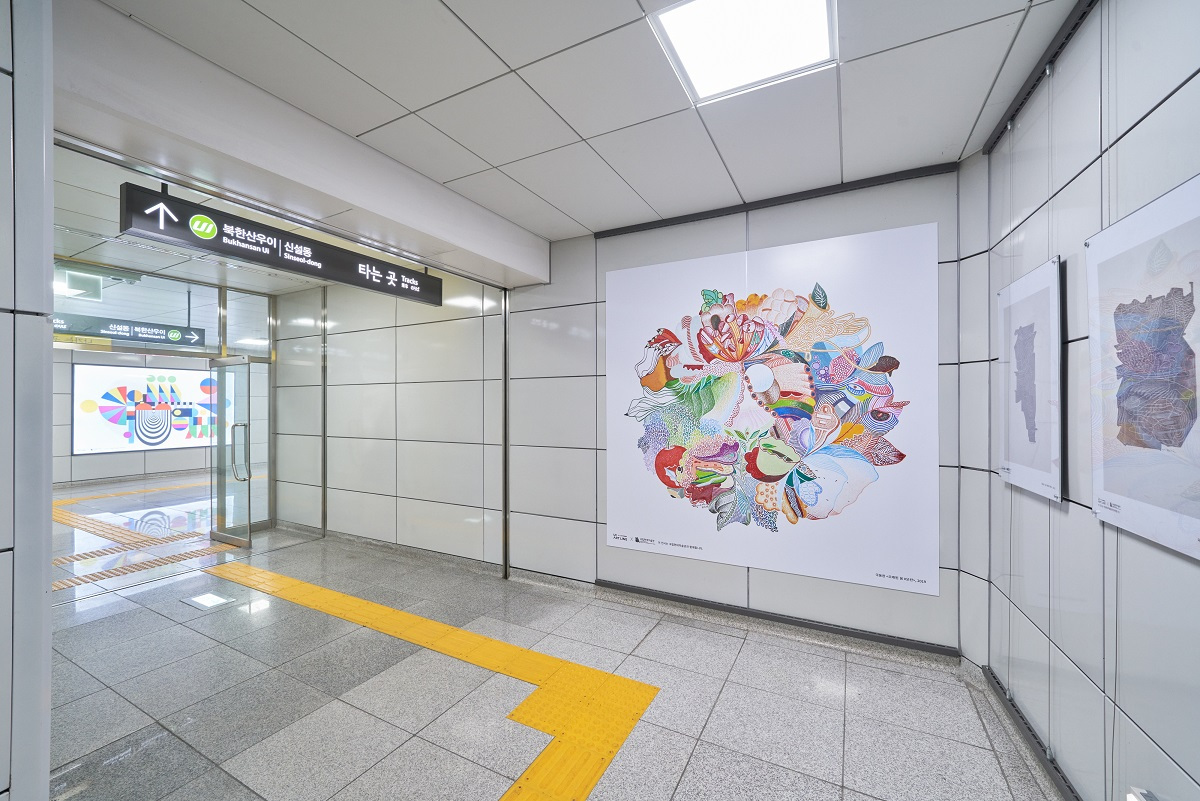"An installation view of the exhibition ""Painting Study"" along the Ui-Sinseol Subway Line (MMCA)"