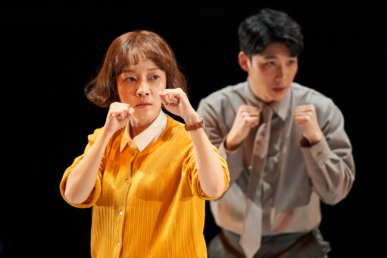Boxing movements are used to describe character O In-yong fighting her way through life. (Doosan Art Center)