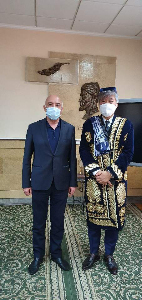 Dr. Choi stands next to Uzbek Health Minister Alisher Shadmanov. (courtesy of Choi)