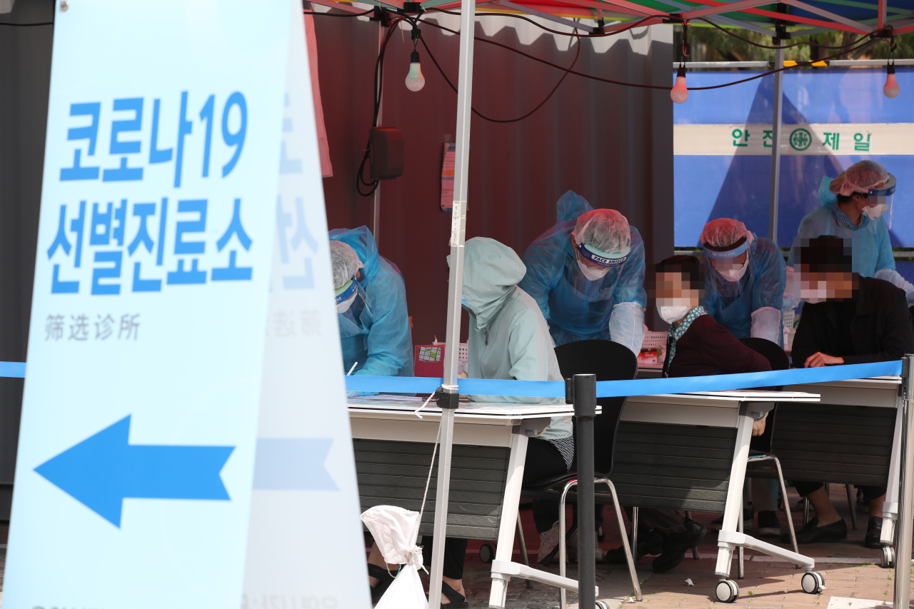COVID-19 test centers busy again (Yonhap)