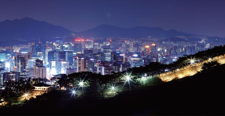 A view of downtown Seoul, to which a large portion of salaried workers residing in the capital and Gyeonggi Province commute (Seoul City)