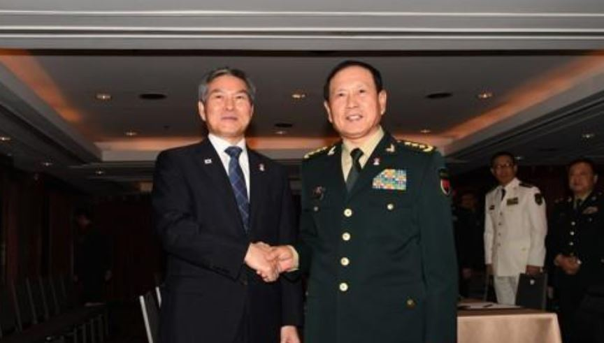 South Korea`s Defense Minister Jeong Kyeong-doo (L) shakes hands with his Chinese counterpart, Wei Fenghe, during their bilateral meeting in Bangkok on Nov. 17, 2019. (Yonhap)