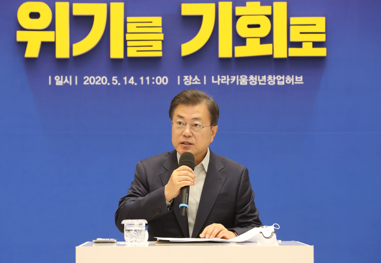 President Moon Jae-in speaks at the meeting with startup leaders in Seoul on Thursday. (Yonhap)