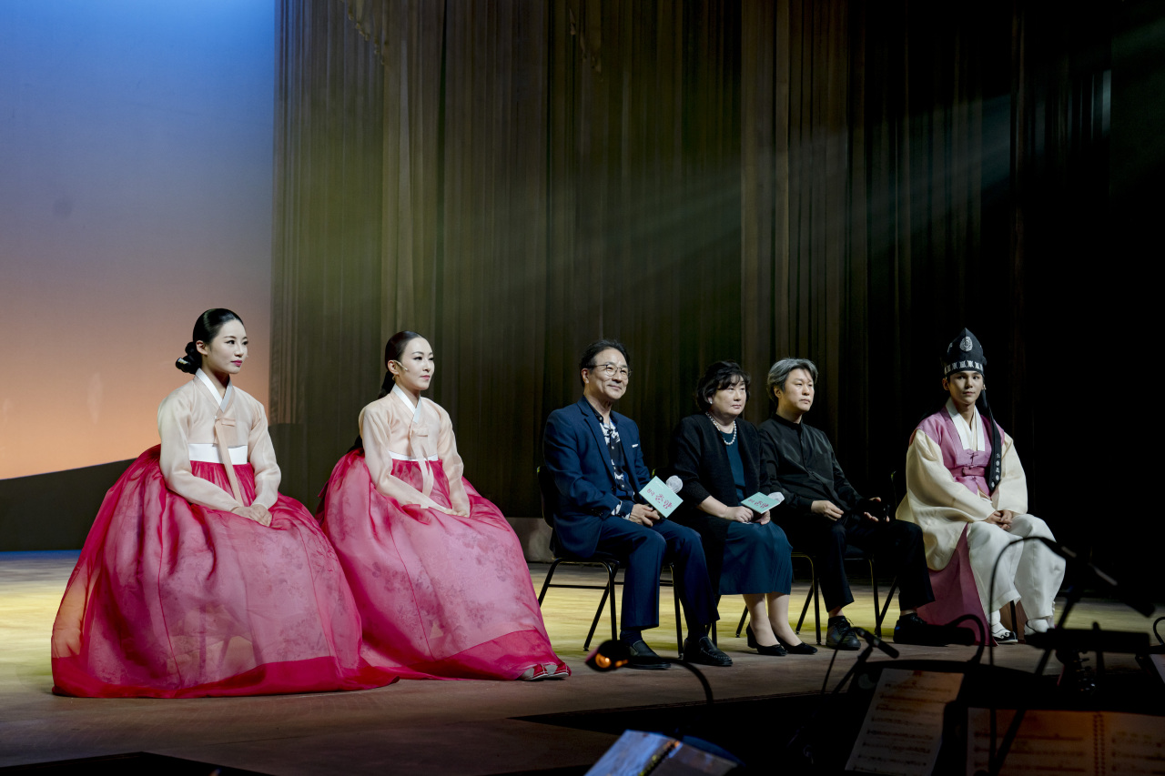 From left: Kim Wu-jeong, Lee So-yeon, playwright Kim Myeong-gon, artistic director Yu Su-jeong and Kim Jun-su attend a press event held at the National Theater of Korea in central Seoul on Wednesday. (National Theater of Korea)