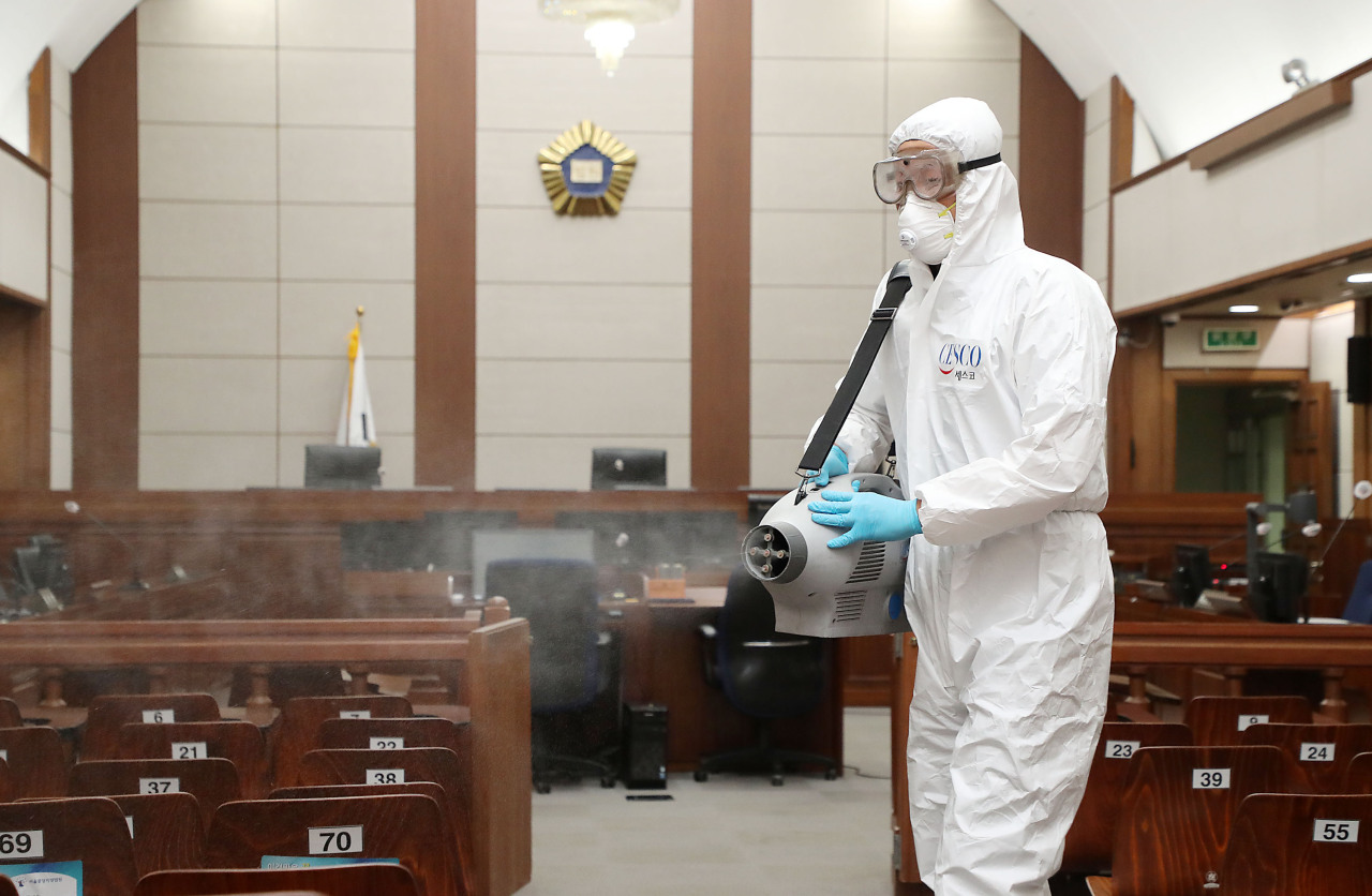 A Seoul courtroom undergoes disinfection on Friday. (Yonhap)