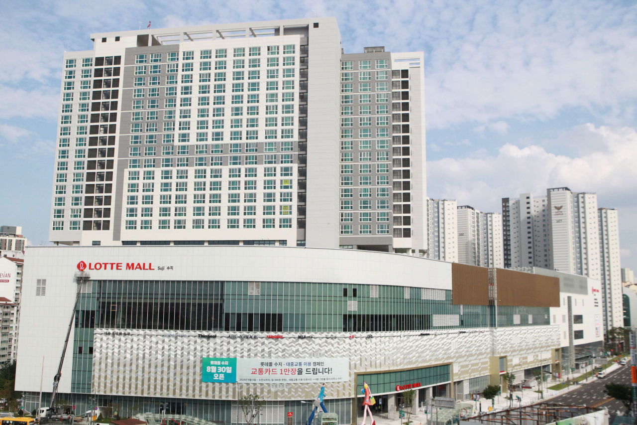 An exterior view of Lotte Mall Suji in Yongin, Gyeonggi Province, which opened in August after a redevelopment. (Lotte Asset Development)