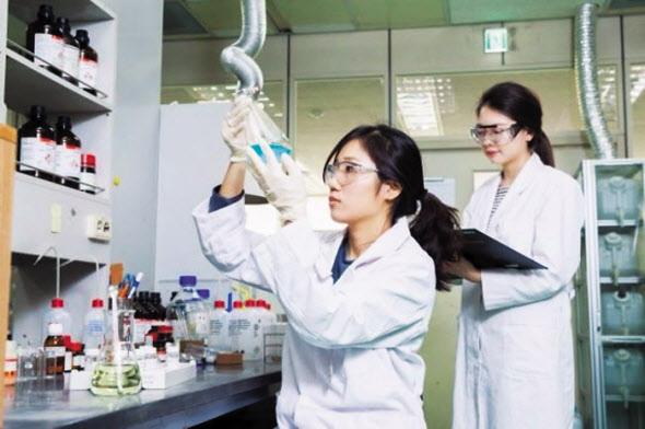 SK Biopharmaceuticals researchers