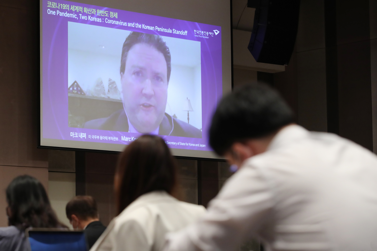 Marc Knapper, deputy assistant secretary of state for Korea and Japan, speaks via video conferencing during a forum hosted by the Korea Press Foundation and East-West Center in Seoul. (Yonhap)