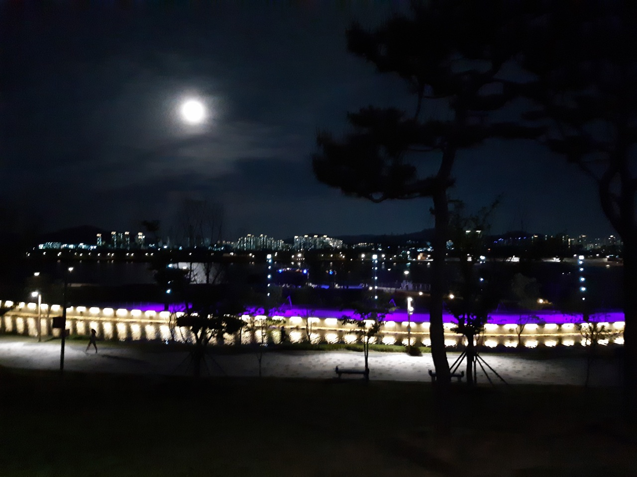 A view of the Lake Park in Sejong on May 7, whose citizens' average age was 37.1 in April. Sejong has the youngest average age of the 17 major cities and provinces in South Korea. (The Korea Herald)