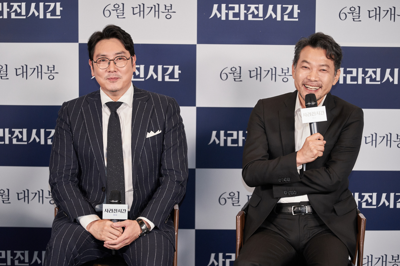 """Me and Me"" actor Cho Jin-woong (left) and director Jung Jin-young attend a press conference Thursday. (Acemaker Movie Works)"