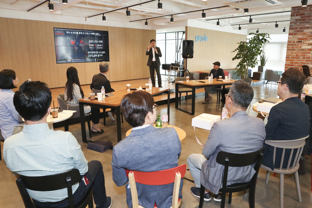 KT CEO Koo Hyun-mo (at podium) speaks during a seminar held at Genie Music's headquarters in Gangnam, Seoul, Wednesday. (KT)