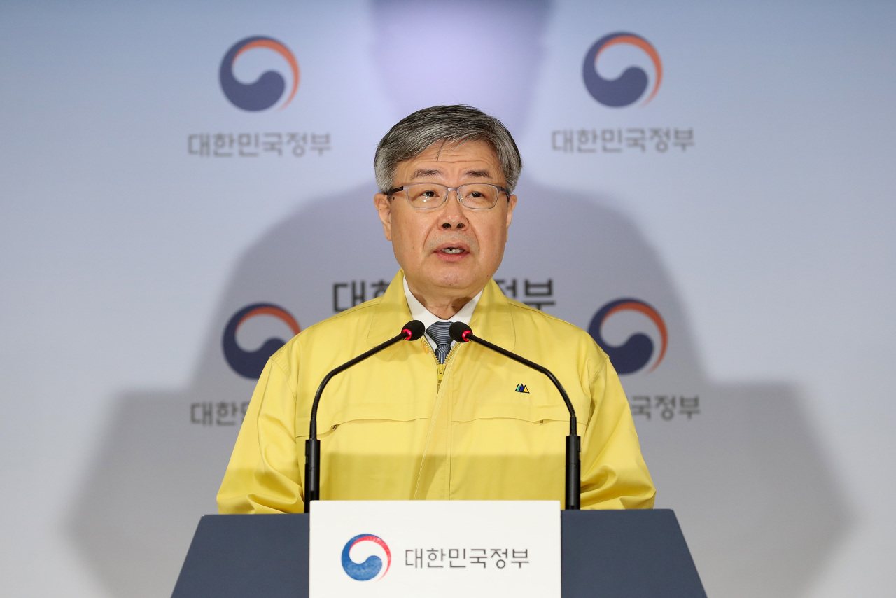 Labor Minister Lee Jae-kap speaks Thursday during a press briefing at the government complex in Seoul. (Yonhap)
