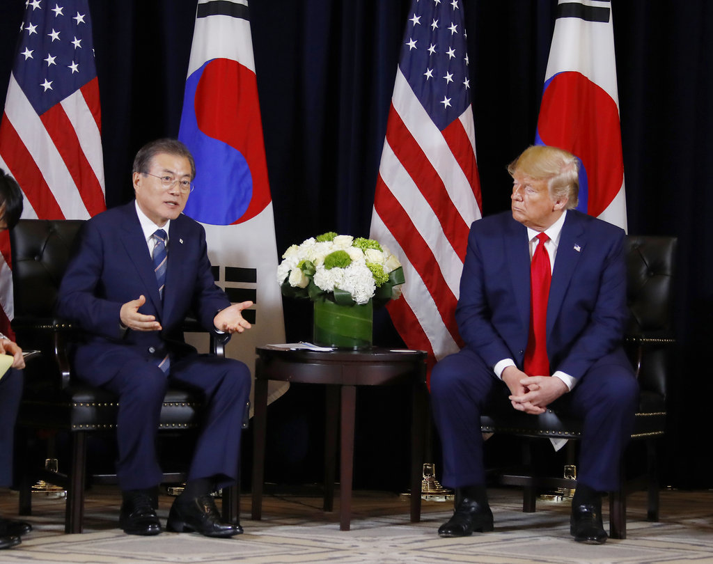 South Korean President Moon Jae-in and US President Donald Trump (Yonhap)