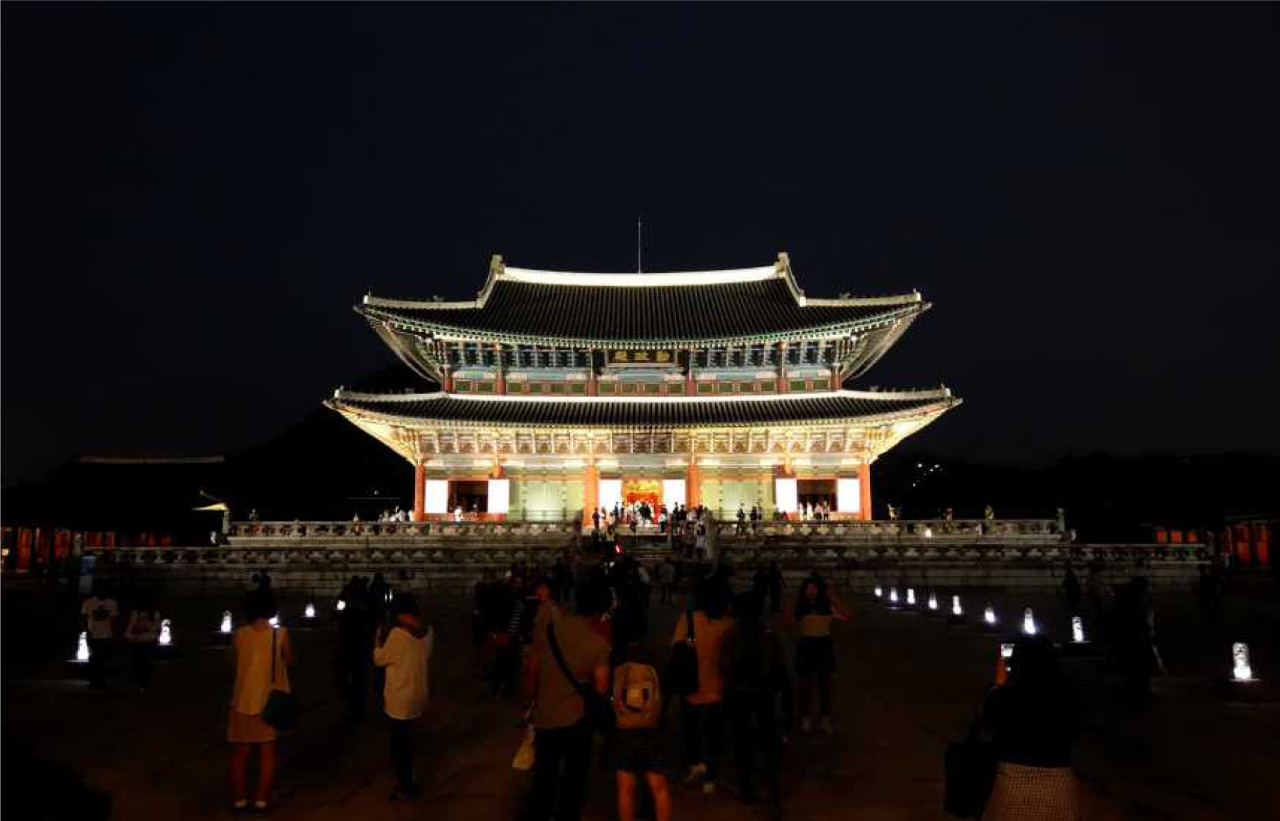 Gyeongbokgung's magnificent main hall, Geunjeongjeon, is lit up to welcome nighttime visitors to the palace. (Cultural Heritage Administration)
