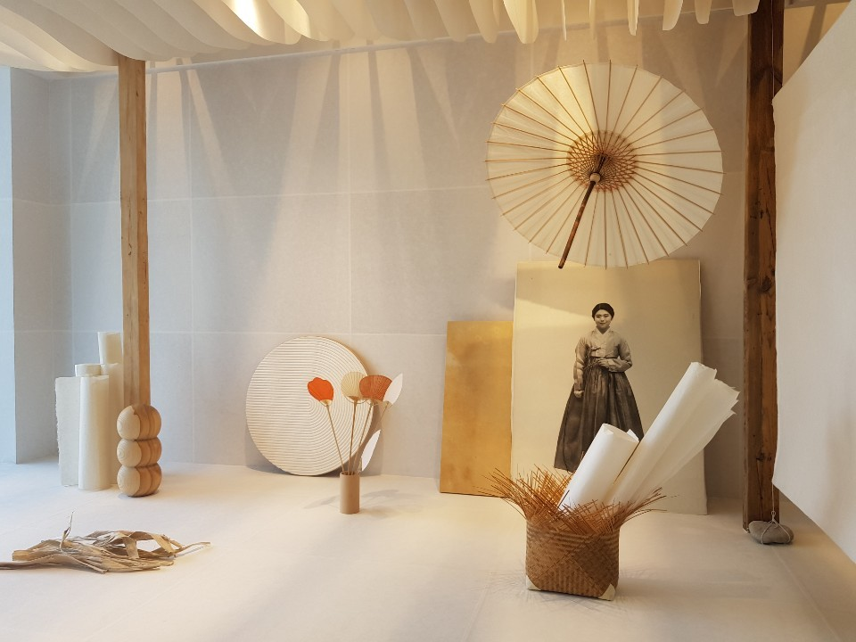Crafts made with Korean traditional paper hanji are displayed on the first floor of the Hanji Cultural Industry Center in Seoul (Song Seung-hyun/The Korea Herald)