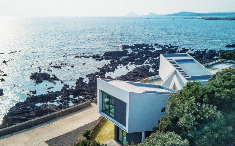 Airbnb housing near seaside Jeju Island (Airbnb)