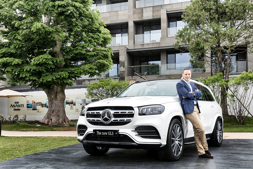 Mark Raine, vice president of product and marketing at Mercedes-Benz Korea, poses with the new GLS during the launch ceremony on Monday. (Mercedes-Benz Korea)