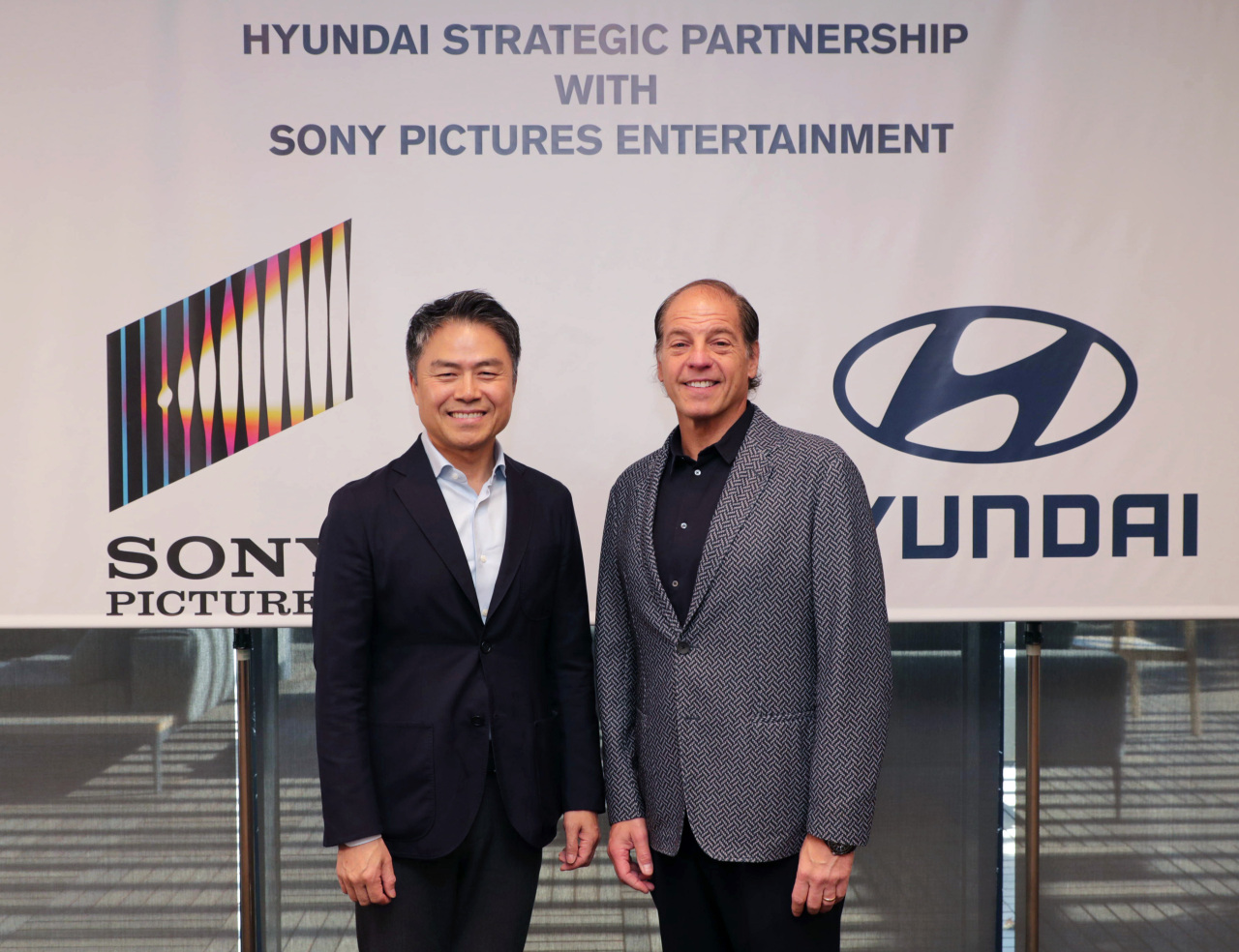 Hyundai Motor Group Vice President of customer experience Cho Won-hong (left) and Sony Pictures Entertainment Vice President of global partnership Jeffrey Godsick pose for a photo during a partnership deal signing ceremony held in Los Angeles, US. (Hyundai Motor Group)