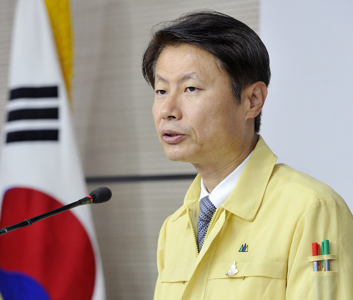 Vice Health Minister Kim Gang-lip speaks during a press conference on Friday. (Health Ministry)