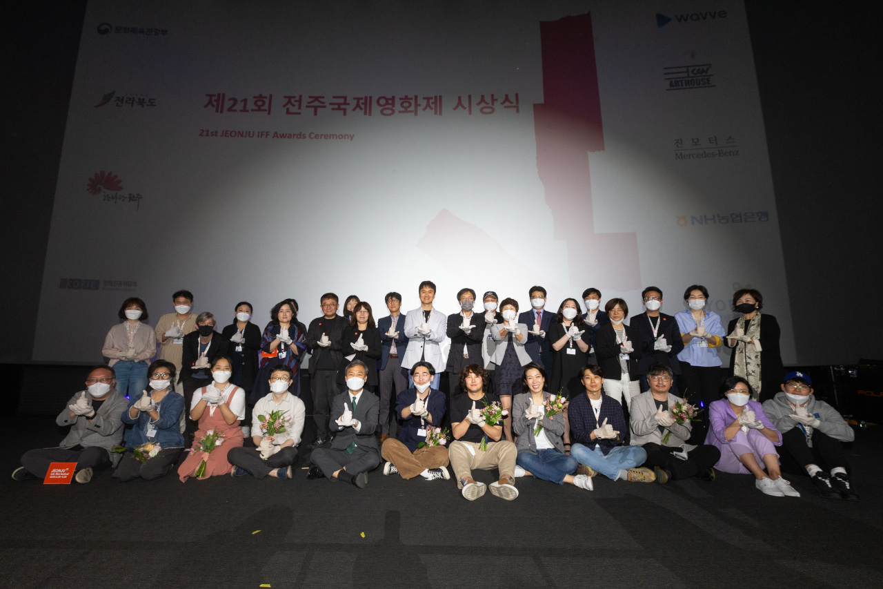 The awards ceremony for the 21st Jeonju International Film Festival takes place Monday at the CGV Jeonju Gosa cinema in Jeonju, North Jeolla Province. (Jeonju IFF)