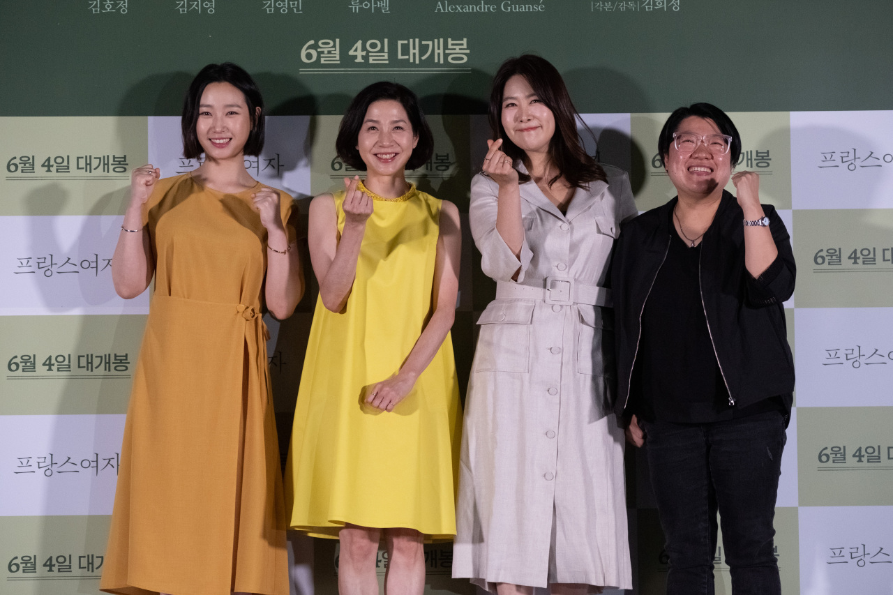 Actors Ryu A-bel (from left), Kim Ho-jeong and Kim Ji-young and director Kim Hee-jung pose for pictures at the film's press conference held in Seoul on Monday. (Lotte Entertainment)